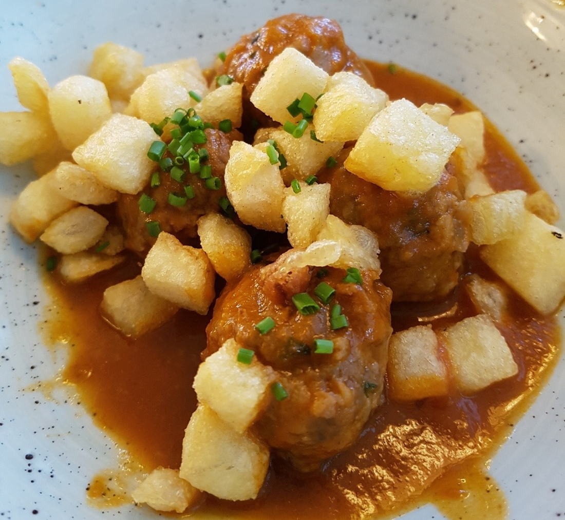 The Albóndigas (Beef Meatballs)